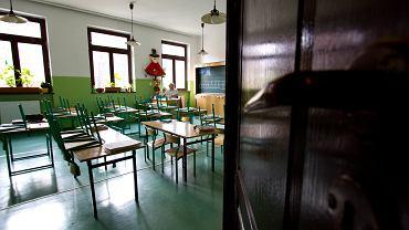 Ile szkół pracuje w trybie zdalnym?