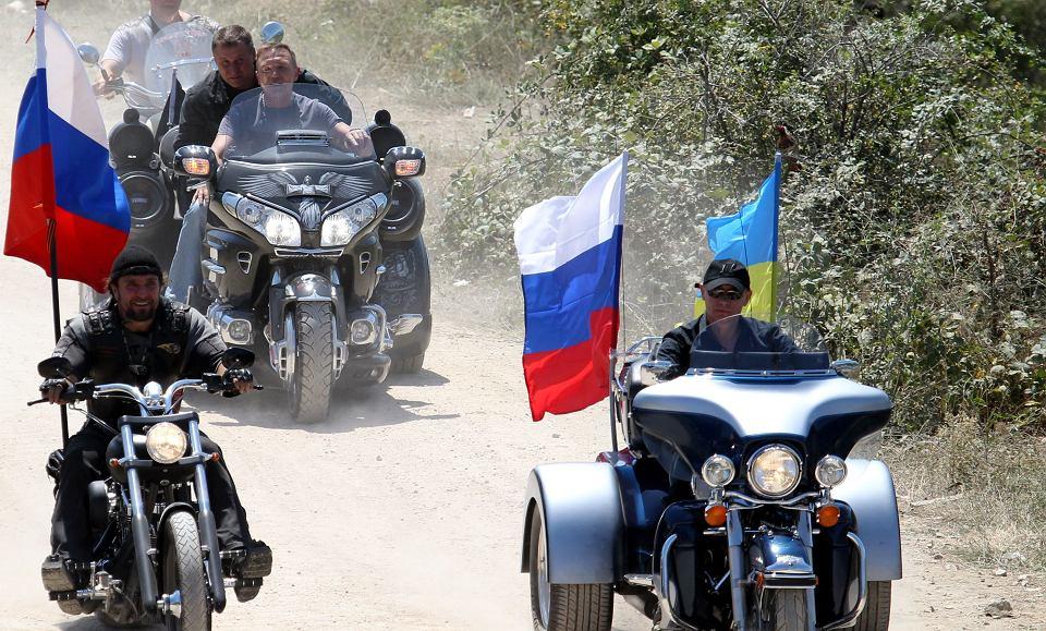 Lipiec 2010, Putin, wówczas premier Rosji, odwiedza międzynarodowy festiwal motocyklowy w Sewastopolu