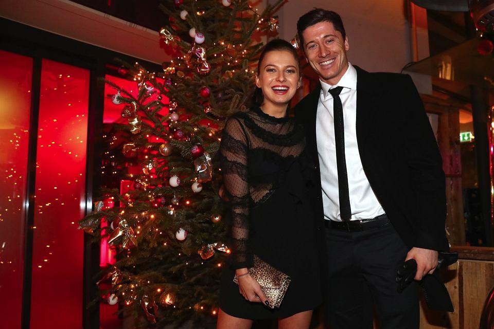 Zdjęcie numer 0 w galerii - Bundesliga. Anna i Robert Lewandowscy zachwycają podczas imprezy świątecznej Bayernu Monachium! [ZDJĘCIA]