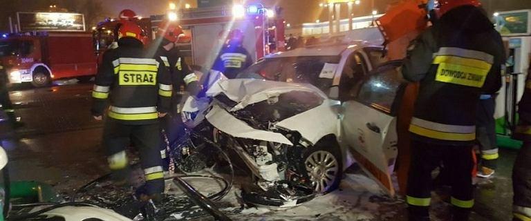 Pijana 17-latka rozpędzoną taksówką wbiła się w stację benzynową