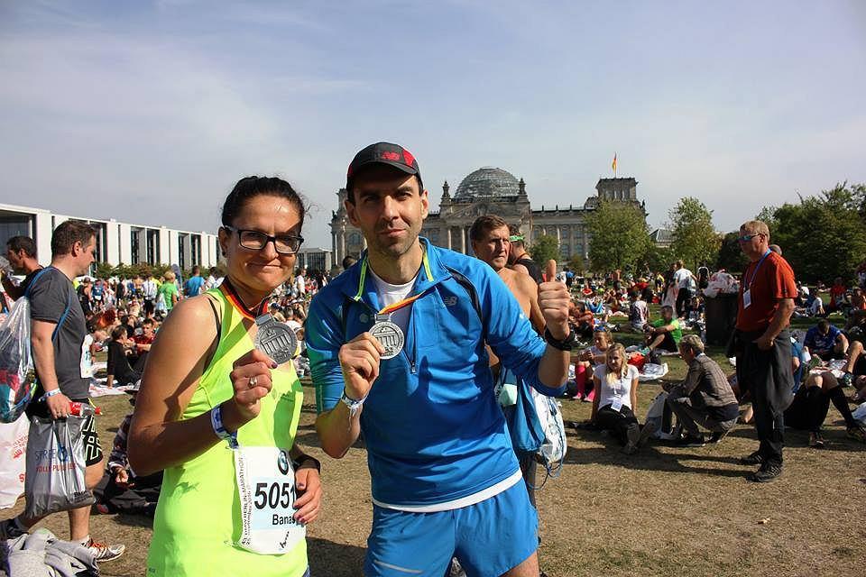 Małgorzata Banaś i Witold Tosik z medalami BMW Berlin Maraton