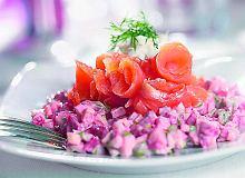 Sałatka z wędzonym łososiem - ugotuj