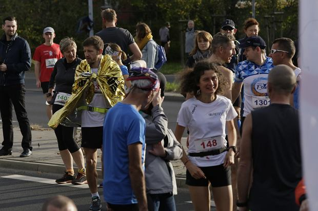 Zdjęcie numer 24 w galerii - Ponad 1200 biegaczy na starcie 37. Toruń Maraton, wygrał Łukasz Oskierko [ZDJĘCIA]