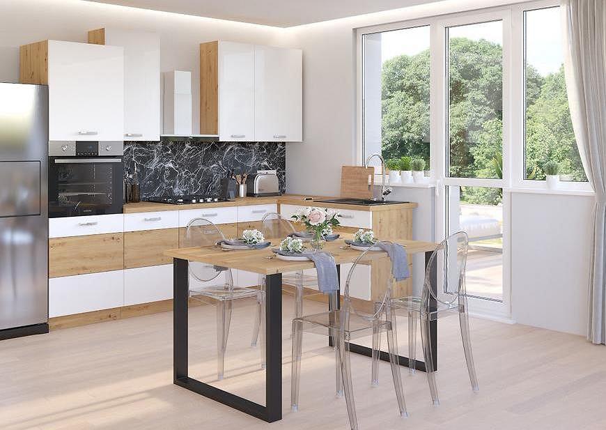 Kuchnia w kolorach bieli i naturalnego drewna.
