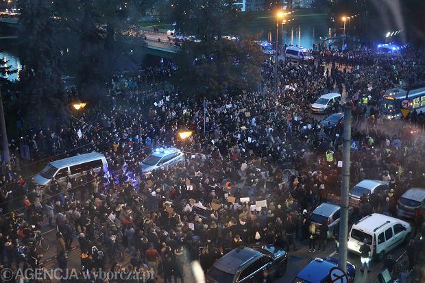 26.10.2020 Krakow . Blokada ulic w protescie przeciwko wyrokowi Trybunalu Konstytucyjnego w sprawie aborcji . Fot. Jakub Porzycki / Agencja Gazeta