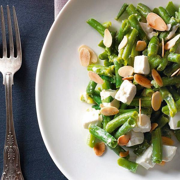 Sałatka z fasolki szparagowej z kozim serem