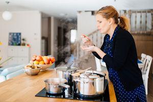 Czy codziennie trzeba jeść ciepły posiłek? Kanapki nie wystarczą? Dietetyk odpowiada