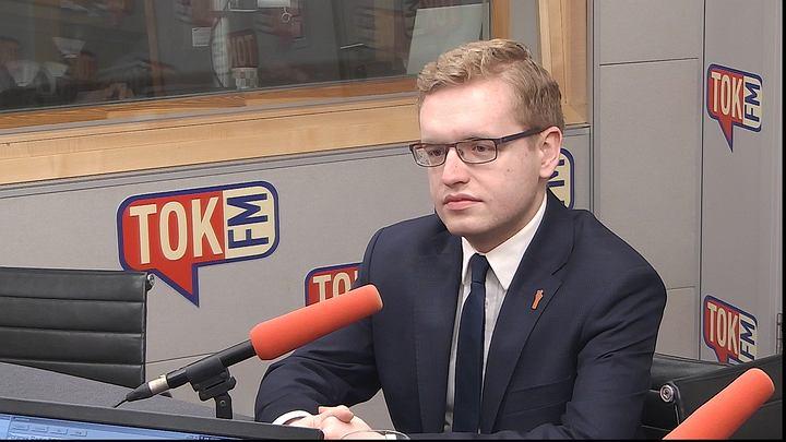 Dariusz Standerski w studiu TOK FM.