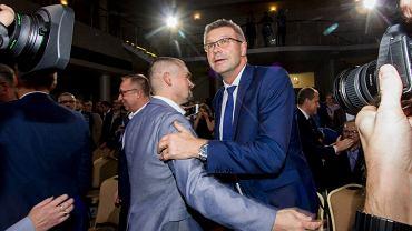 Kielce, 4 listopada 2018. Bogdan Wenta właśnie wygrał drugą turę wyborów prezydenckich