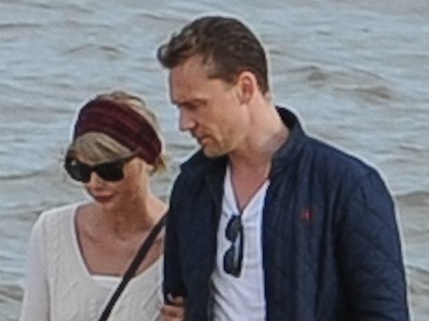 Tom wciąż spotyka się z Arianą
