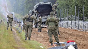 Straż Graniczna i płot na granicy z Białorusią (zdjęcie ilustracyjne)