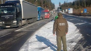 Protest słowackich kierowców na DK7 przy przejściu granicznym Trstena-Chyżne
