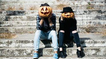 Przebrania na Halloween dla par. Zdjęcie ilustracyjne