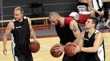 Od lewej: Łukasz Koszarek, Marcin Gortat i Kamil Łączyński