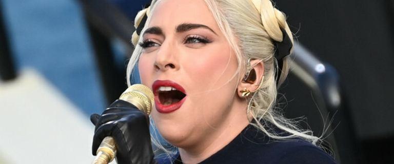 Lady Gaga zaśpiewała hymn na zaprzysiężeniu Joe Bidena. Wokalistka postawiła na ekstrawagancką  kreację