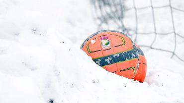 Piłka i śnieg