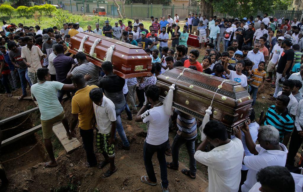 Zamach na Sri Lance. 'Liczba ofiar śmiertelnych niższa o 100' - informuje minister obrony