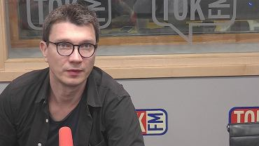 Grzegorz Sroczyński w studiu TOK FM.