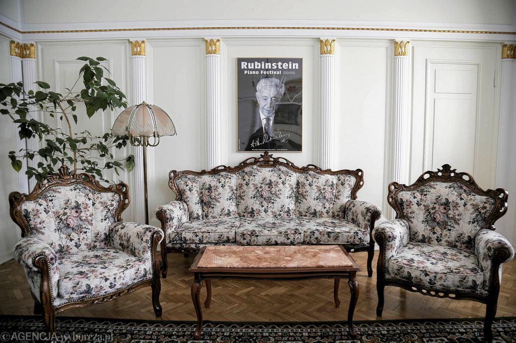 Grand Hotel w Łodzi przed gruntownym remontem wyprzedaje swoje wyposażenie