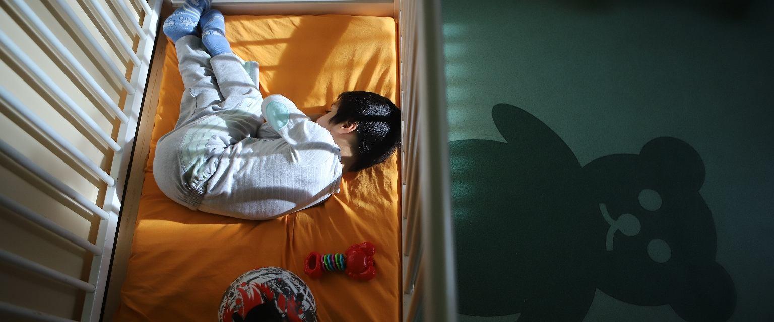 Osoby, które chcą zostać rodzicami, muszą przygotować się na długi i skomplikowany proces adopcyjny (fot. Grzegorz Skowronek / AG)