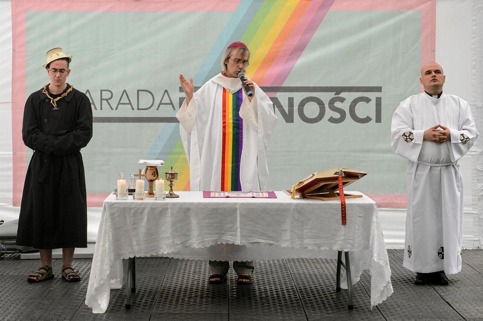 Szymon Niemiec podczas nabożeństwa ekumenicznego w Miasteczku Równości przed Paradą Równości 2019 w Warszawie