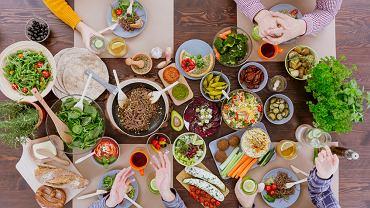 Ok. 10 proc. Polaków w wieku 25-34 lata określa się jako weganie lub wegetarianie