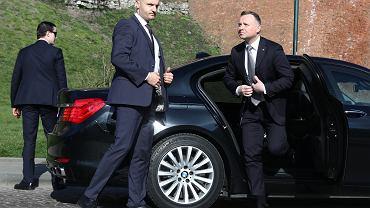 Wybory 2020. Andrzej Duda może mieć powody do obaw. W drugiej turze zagraża mu trzech kandydatów