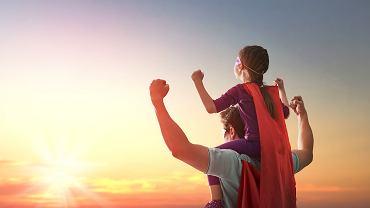 Życzenia na Dzień Ojca są bardzo ważnym elementem tego święta. Zdjęcie ilustracyjne, Yuganov Konstantin/shutterstock.com