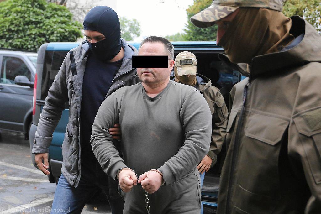 Podejrzany Robert J. doprowadzany do prokuratury w październiku 2017 roku.
