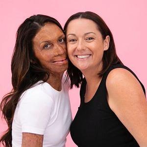 Celeste Barber, znana australijska komiczka razem z Turią Pitt, biegaczką, która cudem przeżyła pożar australijskiego buszu, zrobiły przezabawny tutorial na temat kosmetyków McoBeauty.