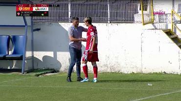 Nietypowa sytuacja w Rumunii. Piłkarz zdjęty z boiska po 65 sekundach