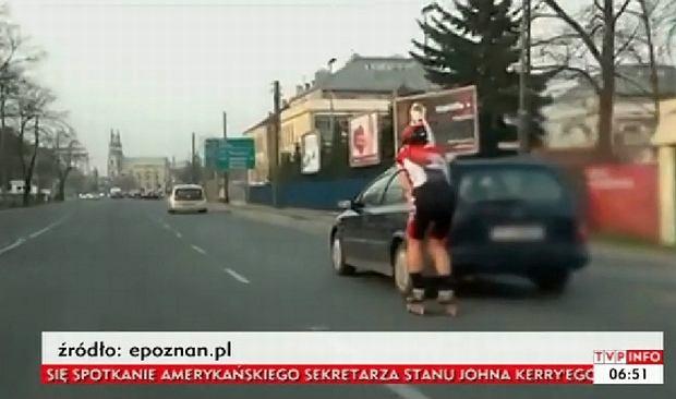 Szalony rolkarz na ulicy w Poznaniu