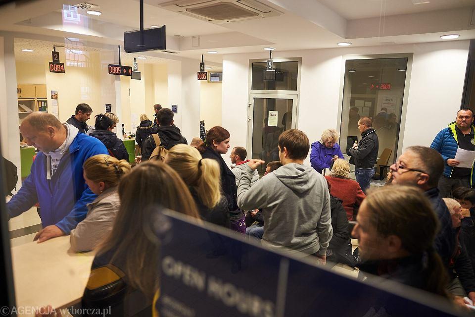 Wydział cudzoziemców w Pomorskim Urzędzie Wojewódzkim w Gdańsku. By zapewnić spokój, urzędnicy zlikwidowali pokój zabaw dla dzieci. Teraz siedzi w nim pracownik ochrony, który co rusz musi uspokajać rozgorączkowanych kolejkowiczów