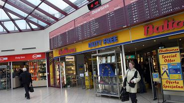 Sklep wolnocłowy Baltona na Lotnisku Chopina. Zdjęcie z 2004 r.