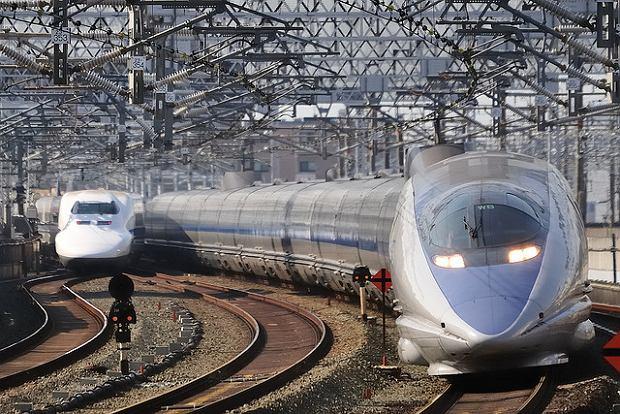 Podróż japońskim pociągiem Shinkansen może być niezapomnianą przygodą / fot. CC BY 2.0 Takeshi Kuboki /Flickr.com