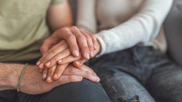 Asystent pogrzebowy może być niezbędnym pomocnikiem dla rodziny w żałobie.