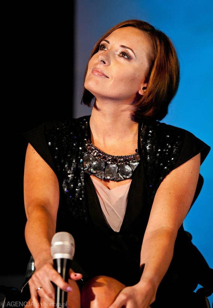 Monika Kuszyńska na koncercie w Białej Fabryce