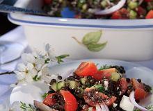 Sałatka z czarnej soczewicy z fetą i ziołami - ugotuj