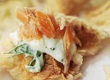 Ciasto francuskie z kremowym chrzanem, koperkiem i wędzonym łososiem - ugotuj