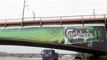 Ogromny baner reklamowy sponsora Euro 2012 na moście średnicowym