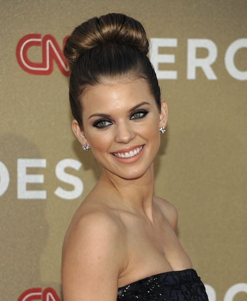 Actress AnnaLynne McCord arrives at the Fifth Annual CNN Heroes: All-Star Tribute in Los Angeles on Sunday, Dec. 11, 2011. (AP Photo/Dan Steinberg)