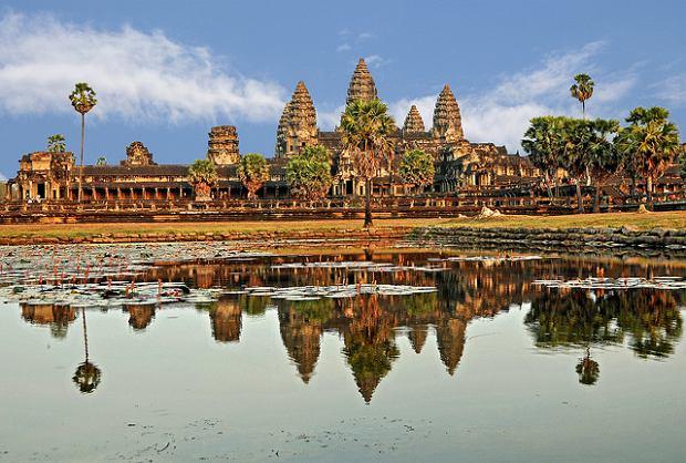 Indochiny: Angkor Wat - Kambodża / DENNIS G. JARVIS