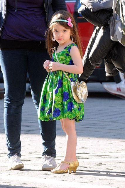 Suri and Isabella visit to Tom Cruise and Cameron Diaz in Knight and Day set in Seville