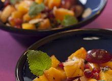 Ostra sałatka z szarona (owoc kaki) - ugotuj