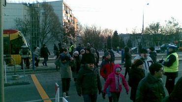 Tymczasowe przejście dla pieszych przez al. Poniatowskiego