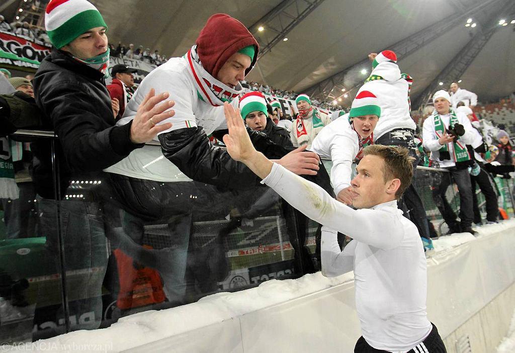 Maciej Rybus żegna się z kibicami Legii po meczu ze Sportingiem