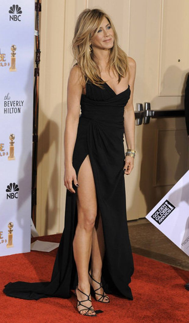 Award presenter Jennifer Aniston poses at the 67th Annual Golden Globe Awards on Sunday, Jan. 17, 2010, in Beverly Hills, Calif. (AP Photo/Mark J. Terrill)