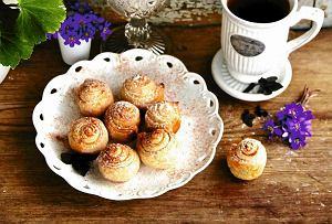 Korzenne ślimaki z ciasta francuskiego