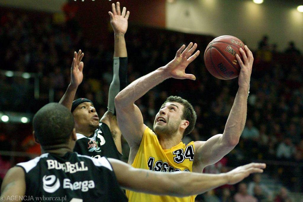 Adam Hrycaniuk (z piłką)
