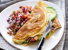 Omlet z awokado, bekonem, serem i salsą pomidorową - ugotuj